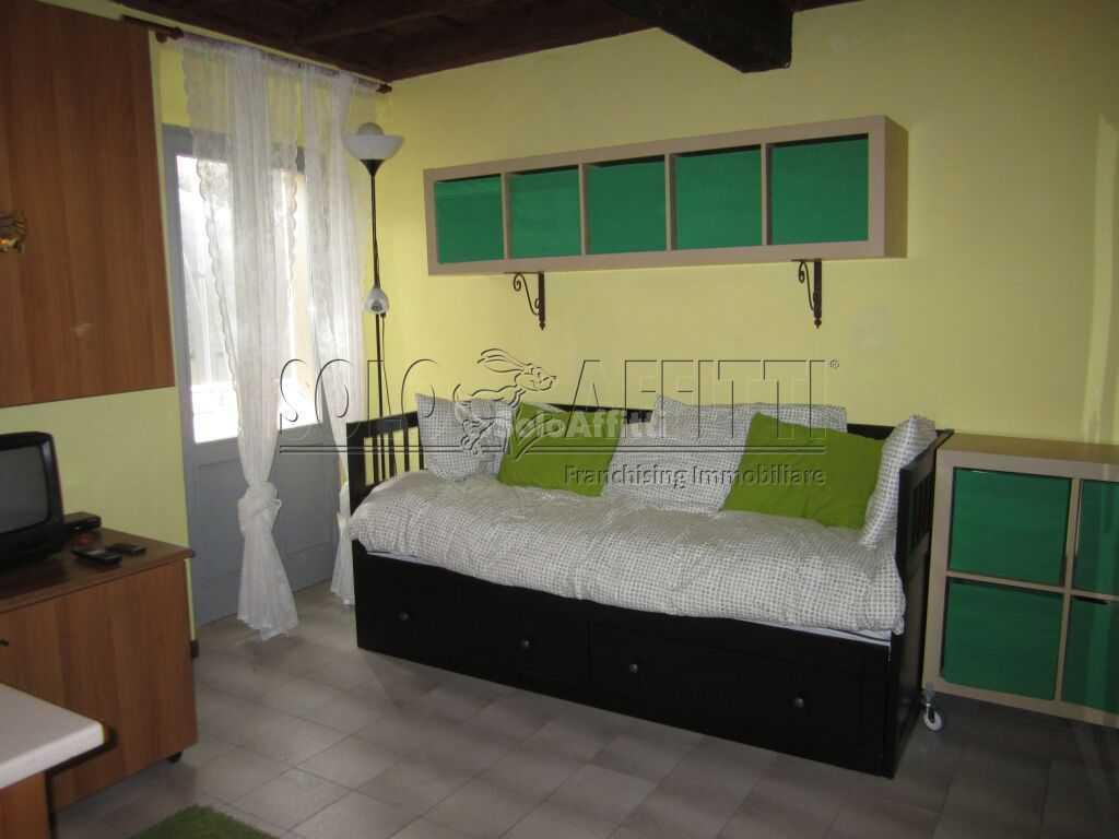 Monolocale in ottime condizioni arredato in affitto Rif. 10742734