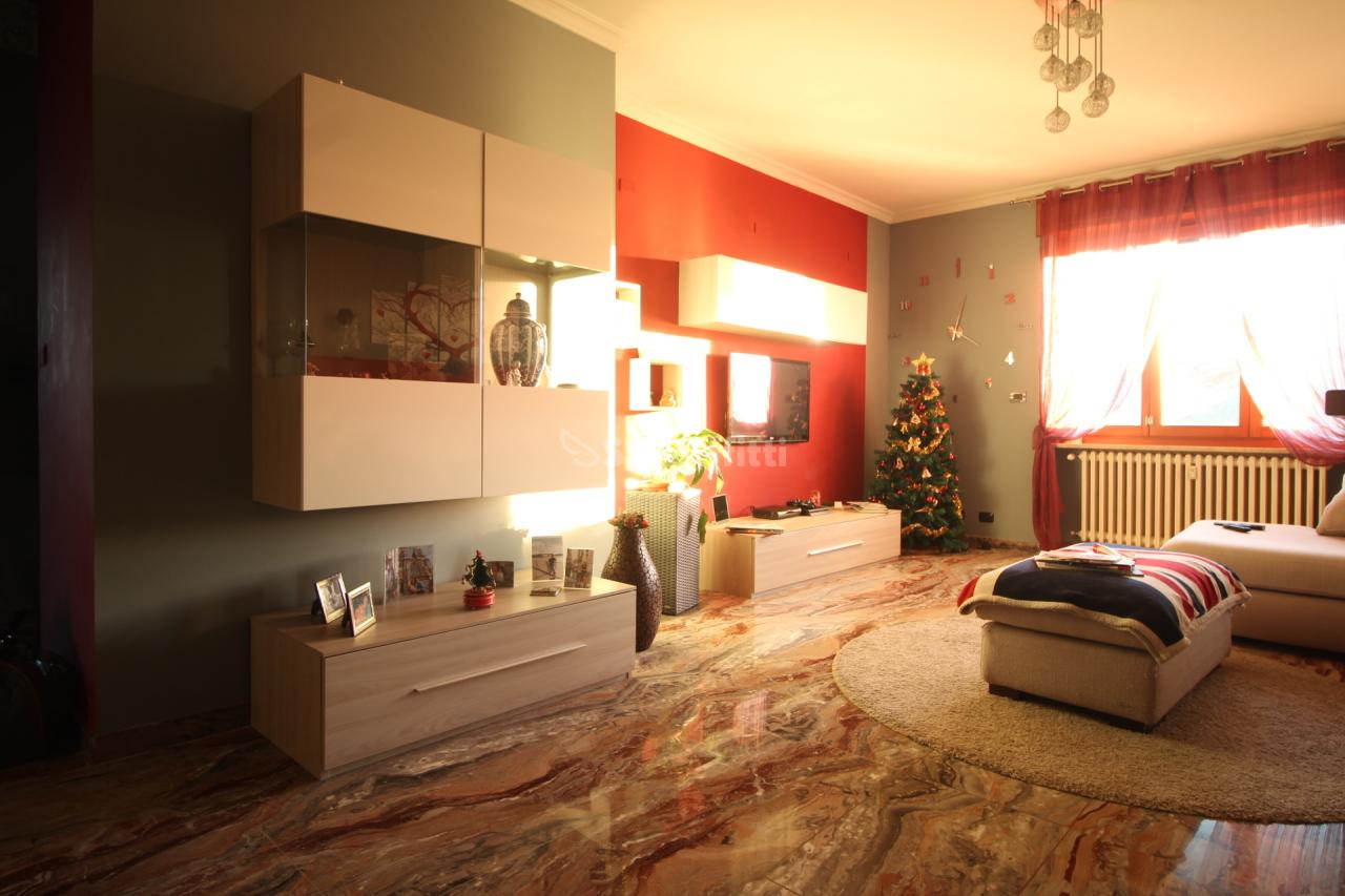 Quadrilocale in ottime condizioni in affitto Rif. 8884044