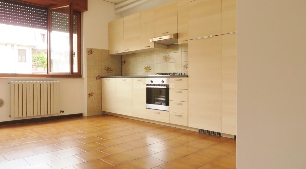 Bilocale in buone condizioni in affitto Rif. 11190575