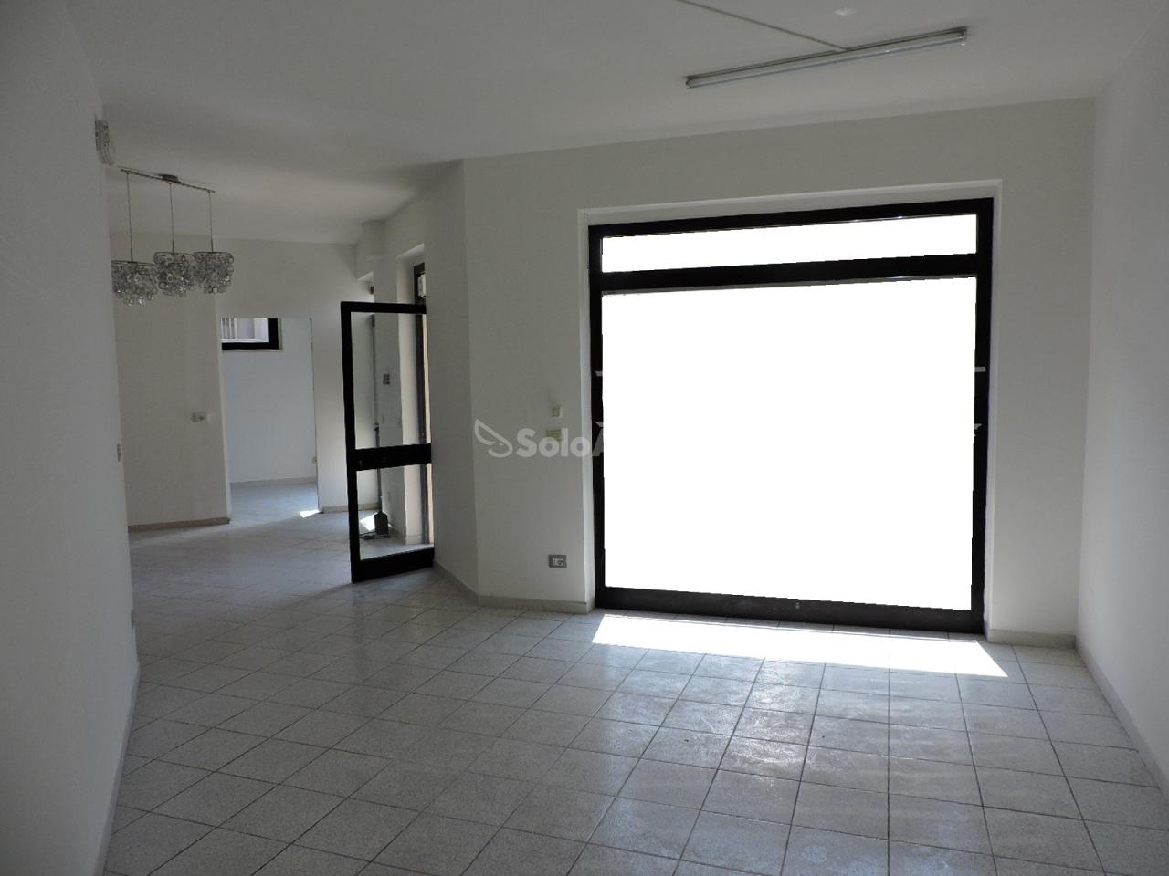 Fondo/negozio - 2 vetrine/luci a Sambuceto, San Giovanni Teatino Rif. 7184209