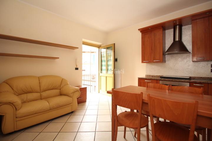 Bilocale in buone condizioni arredato in affitto Rif. 10015124