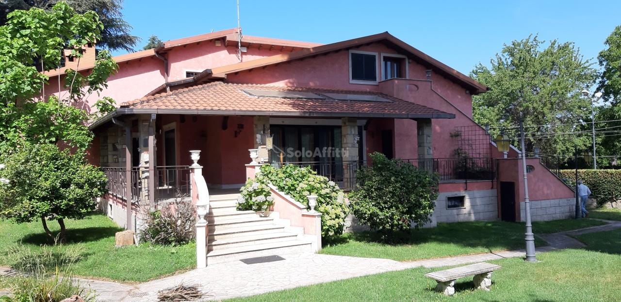 Villa da ristrutturare in affitto Rif. 10694977