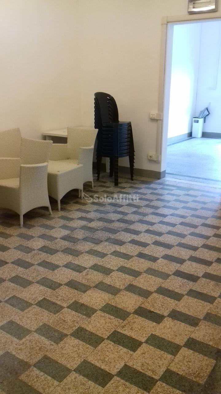 Fondo/negozio - 1 vetrina/luce a Arancio, Lucca Rif. 6414368