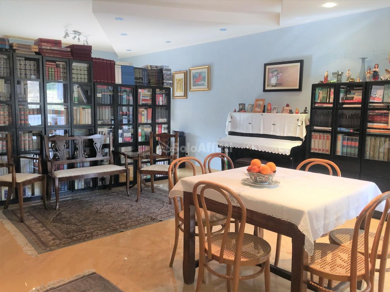 Villetta a schiera in ottime condizioni arredato in affitto Rif. 10525318
