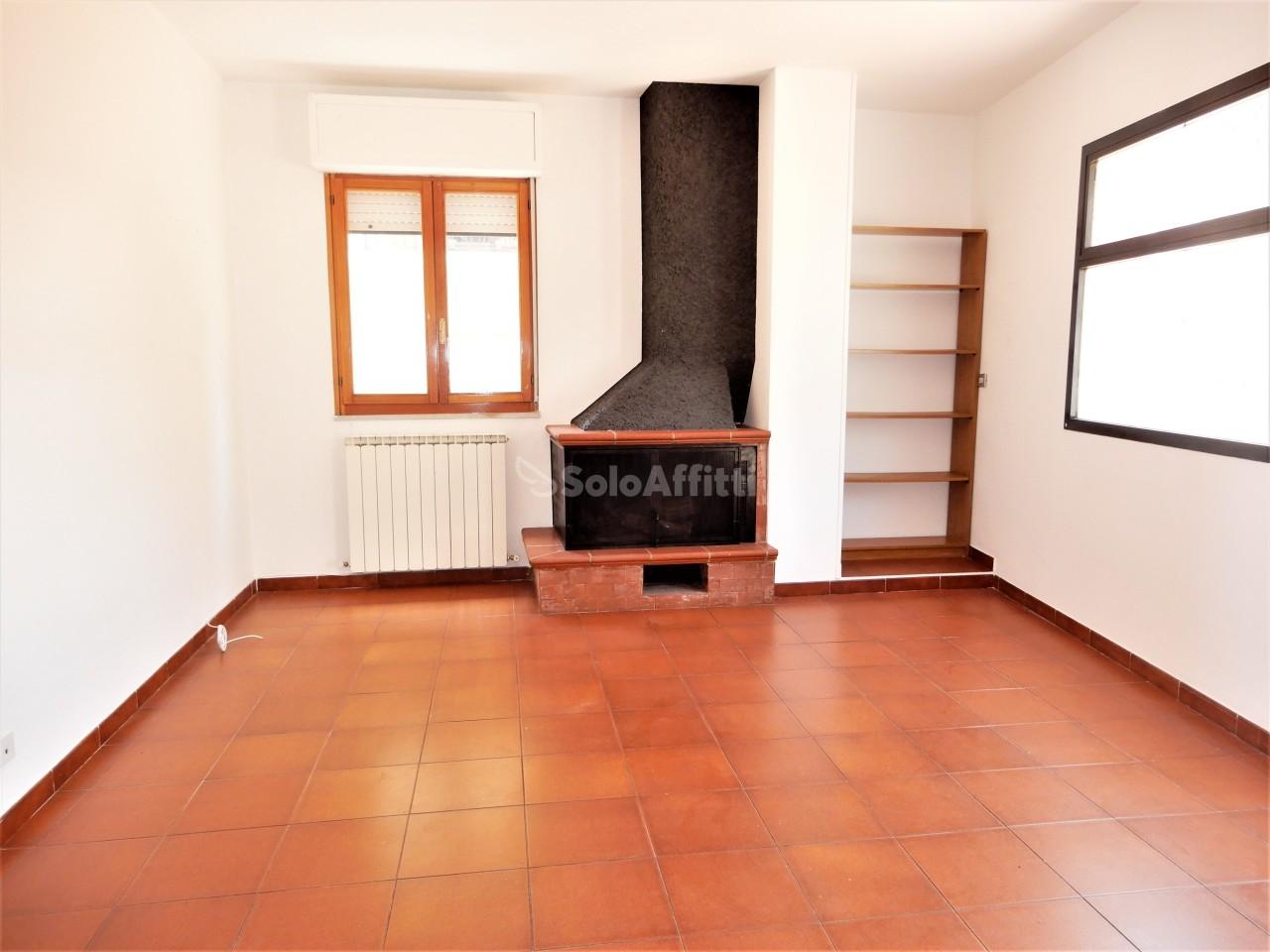 Trilocale in buone condizioni arredato in affitto Rif. 10436607