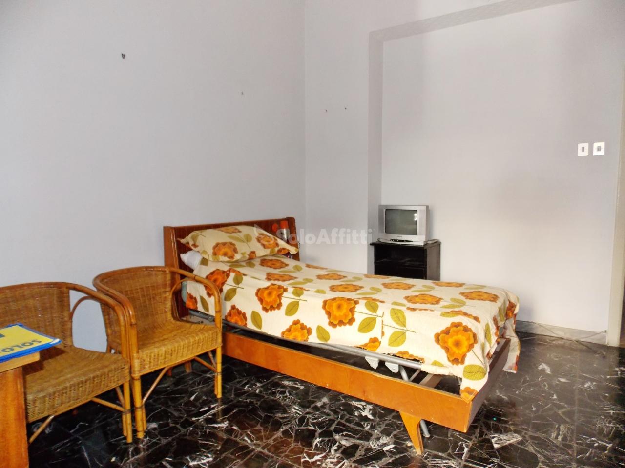 Stanza / posto letto in buone condizioni arredato in affitto Rif. 8463318