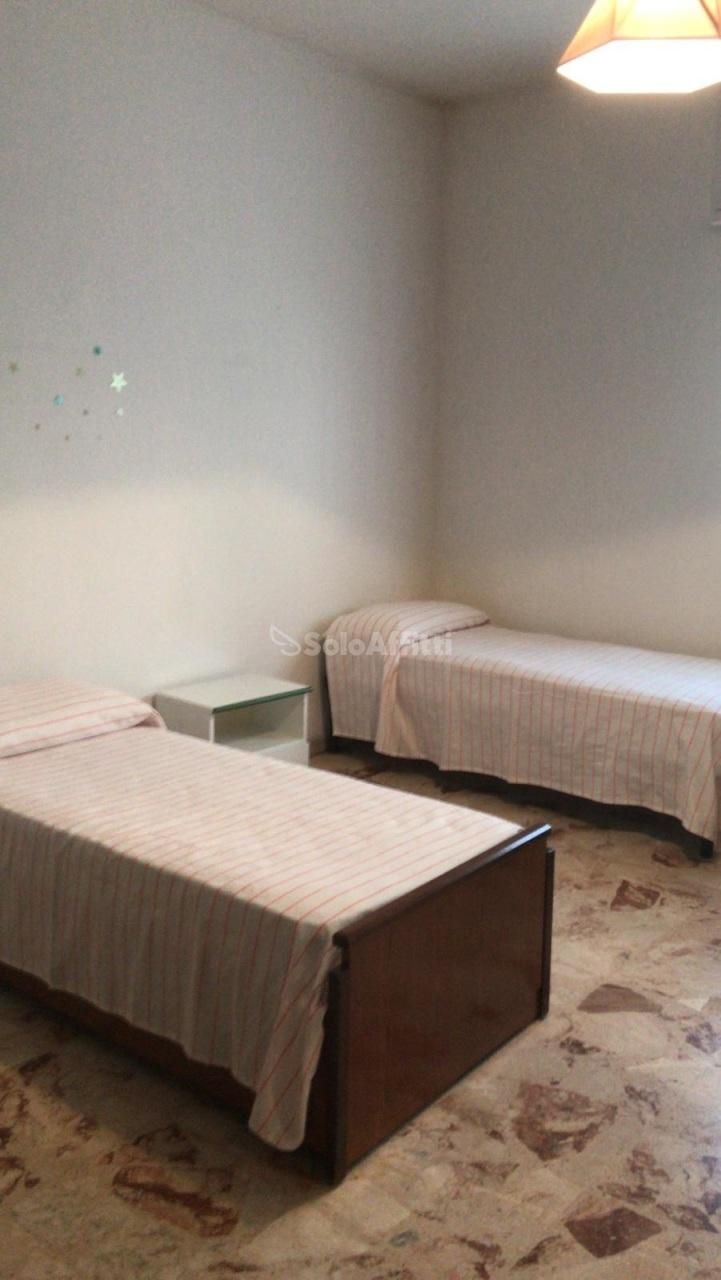 Stanza / posto letto in buone condizioni arredato in affitto Rif. 9706839