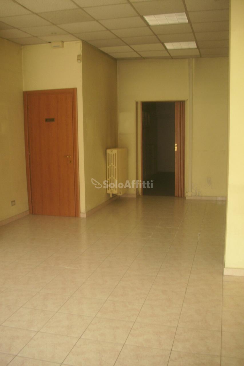 Fondo/negozio - 1 vetrina/luce a Grugliasco Rif. 7882298