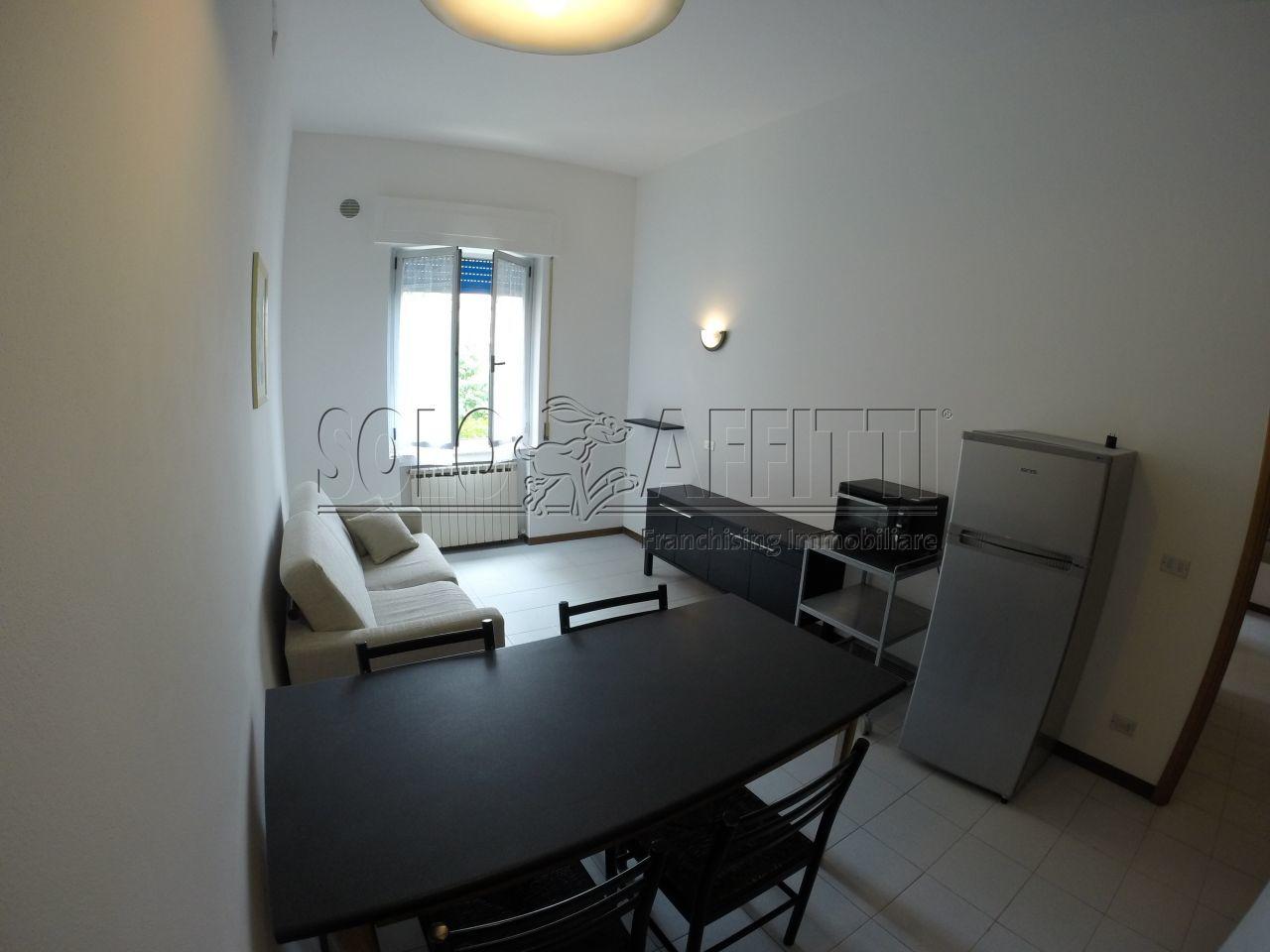 Stanza / posto letto in buone condizioni arredato in affitto Rif. 9854399