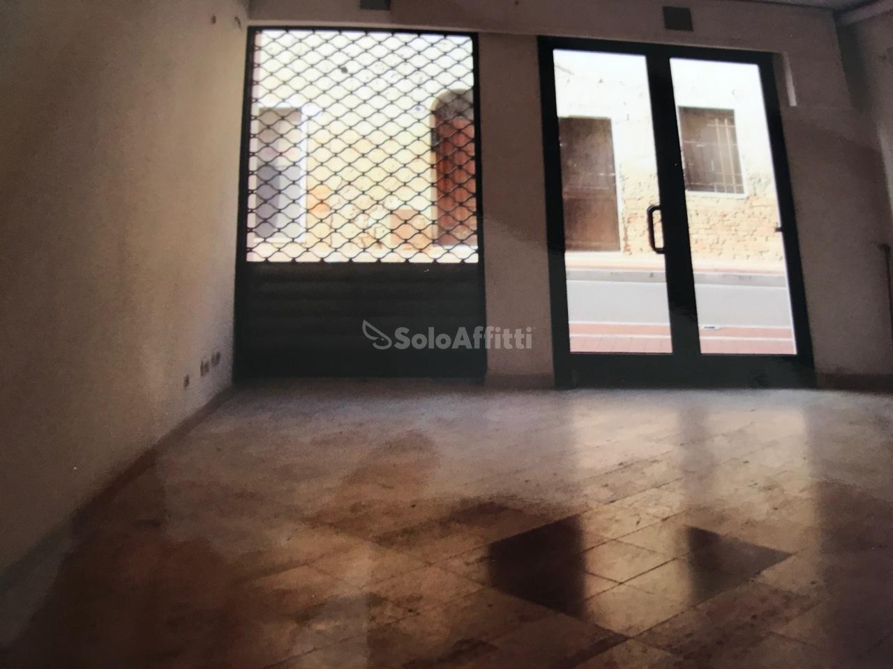 Fondo/negozio - 2 vetrine/luci a Centro, Monteroni d'Arbia Rif. 5323791