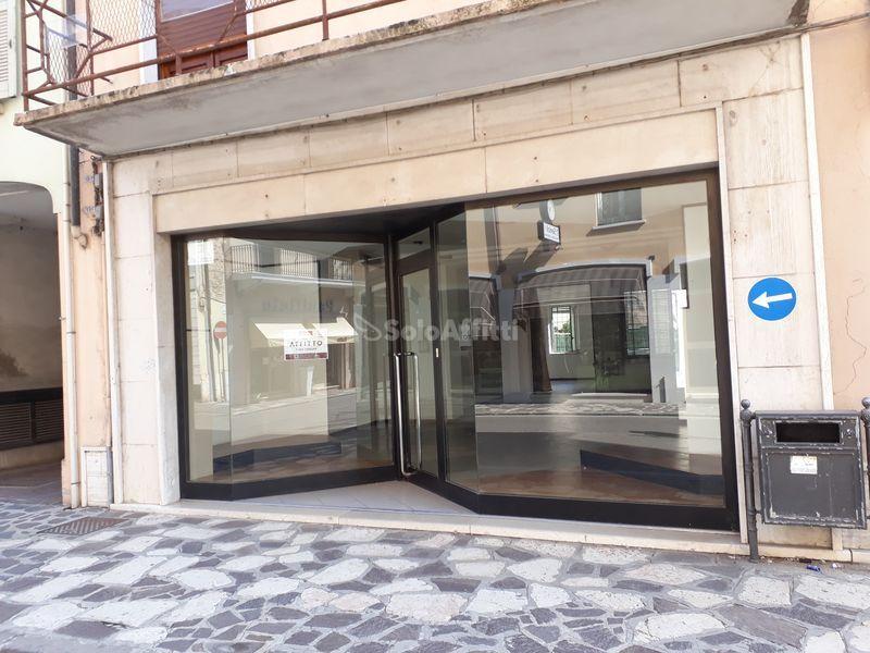 Fondo/negozio - 2 vetrine/luci a Roverbella Rif. 6274954