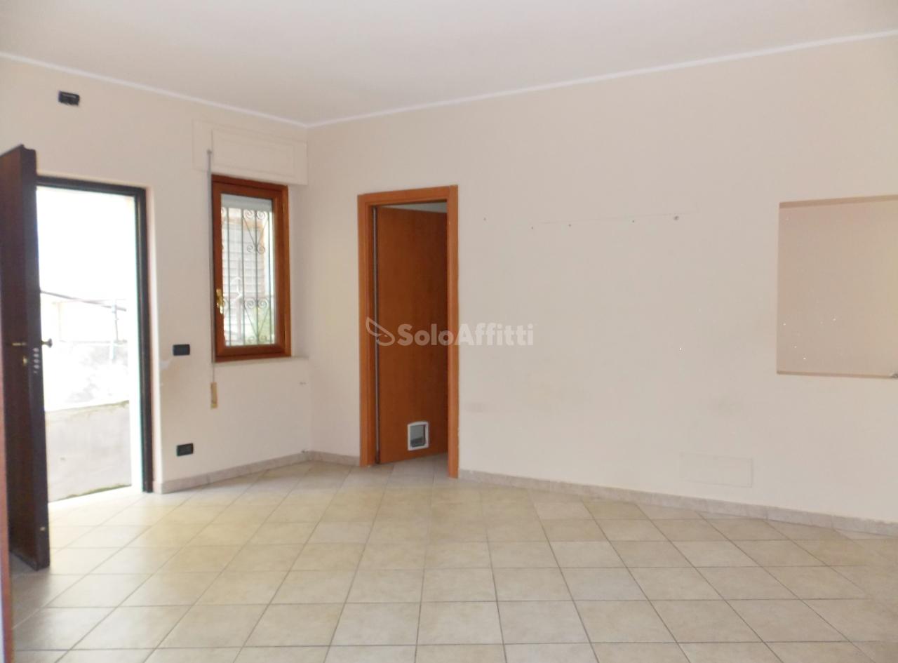 Quadrilocale in buone condizioni in affitto Rif. 8558642