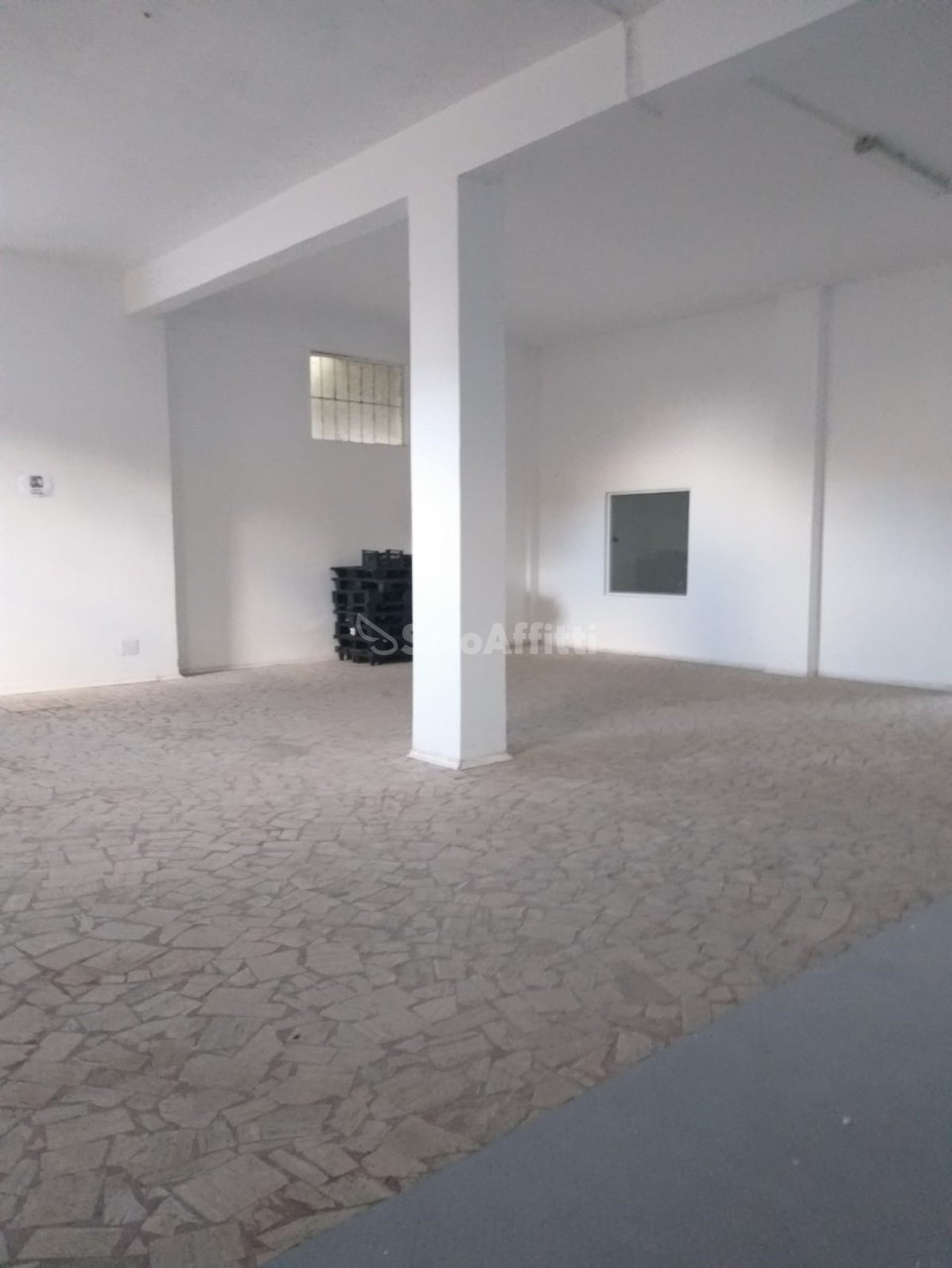 Fondo/negozio - 2 vetrine/luci a Roma Rif. 11756762