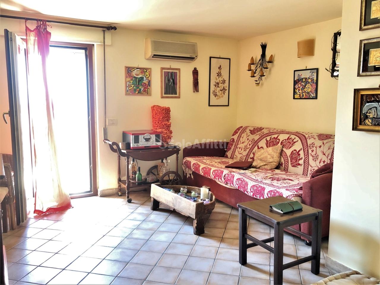 Attico / Mansarda in ottime condizioni arredato in affitto Rif. 11131680