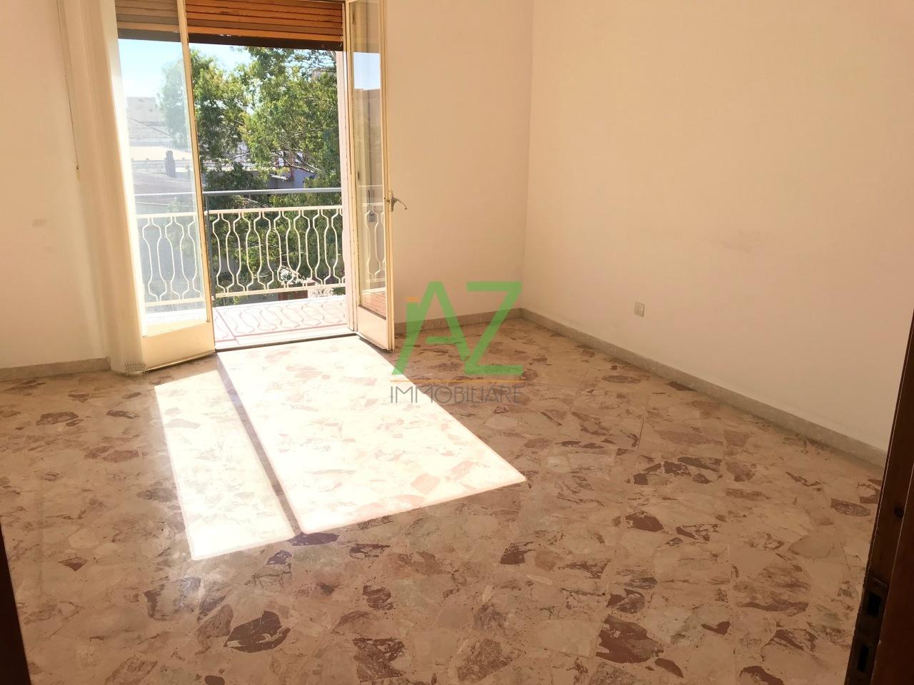 Appartamento in buone condizioni in affitto Rif. 8828136
