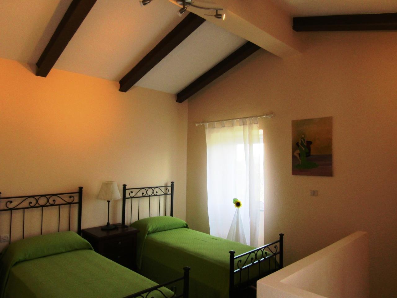 Villa in vendita a Follo, 4 locali, prezzo € 200.000   CambioCasa.it