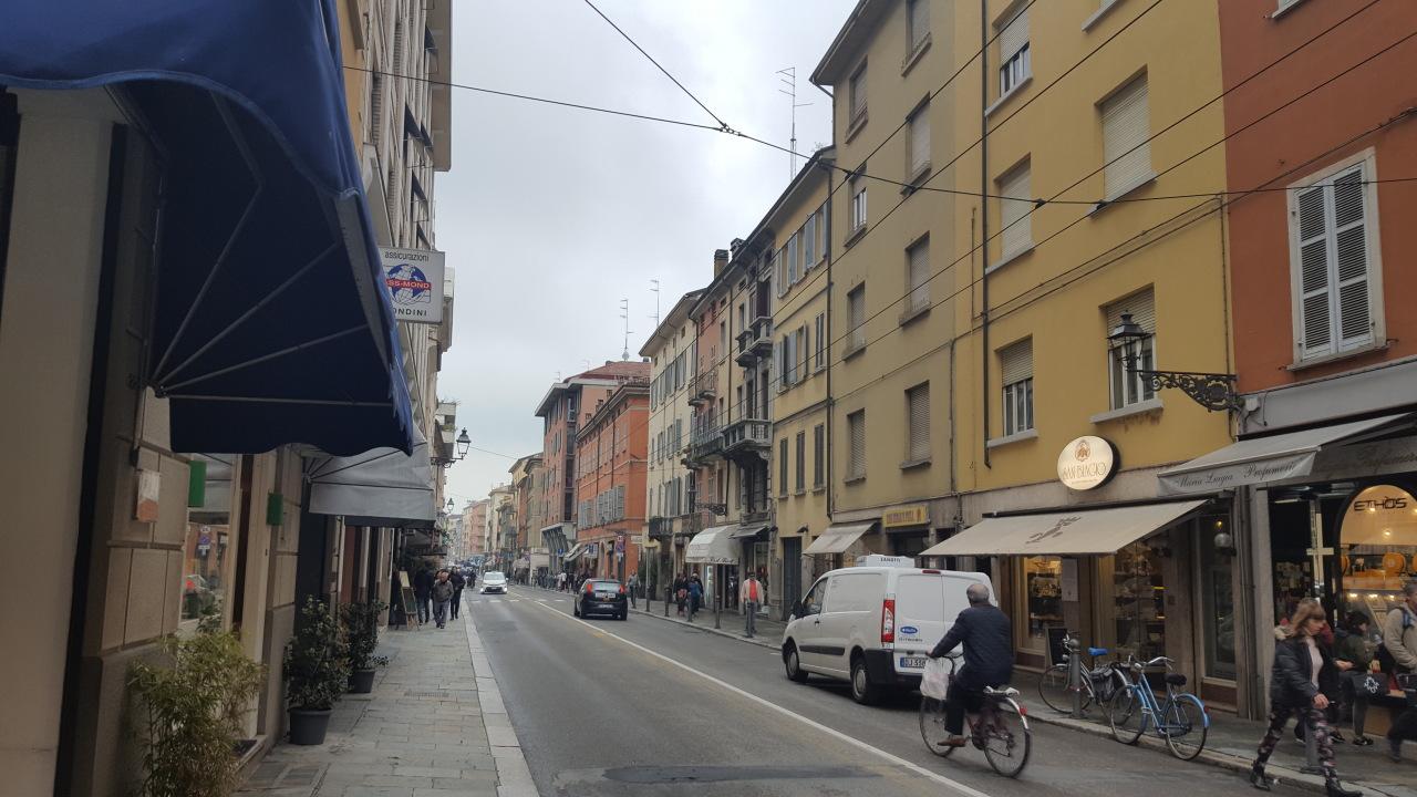 Commerciale - Due Vetrine a Parma Centro, Parma