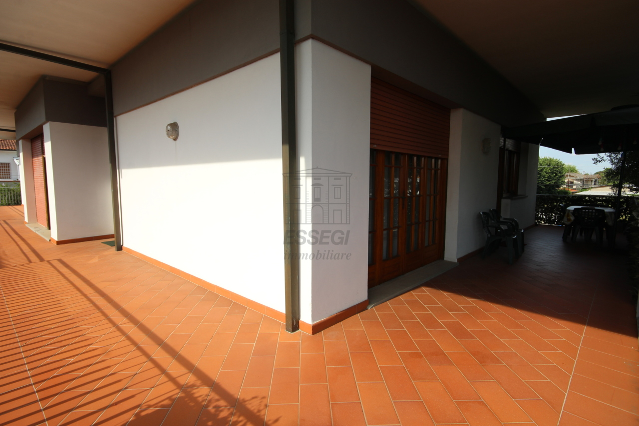 Villa divisa in due unità Capannori Lunata IA01745 img 13