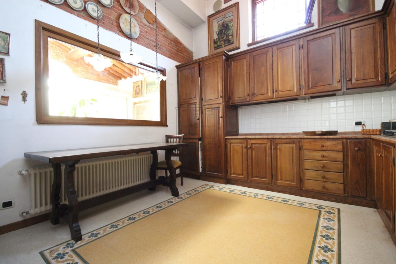 Appartamento Lucca Centro storico IA03358 img 8