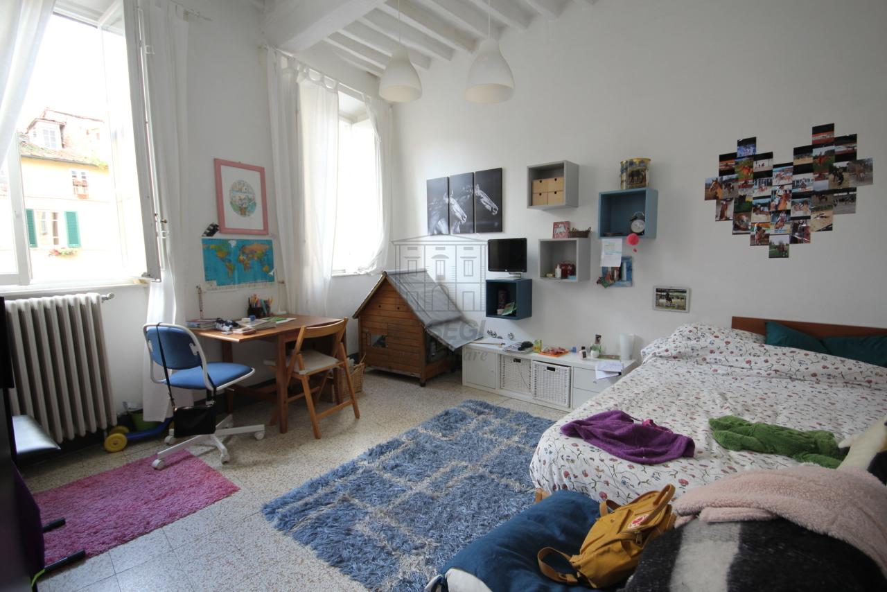 Appartamento Lucca Centro storico IA00610 img 12