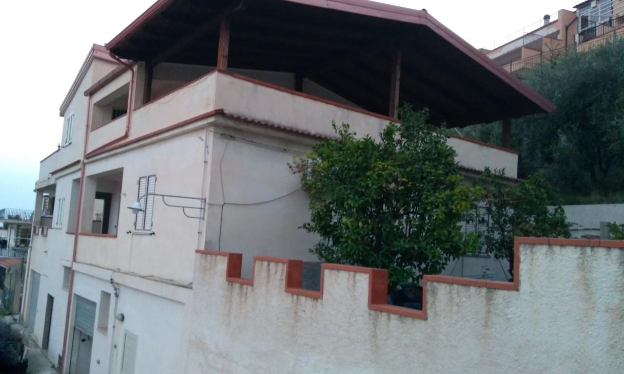 Appartamento in vendita a Reggio Calabria, 9 locali, prezzo € 245.000 | CambioCasa.it
