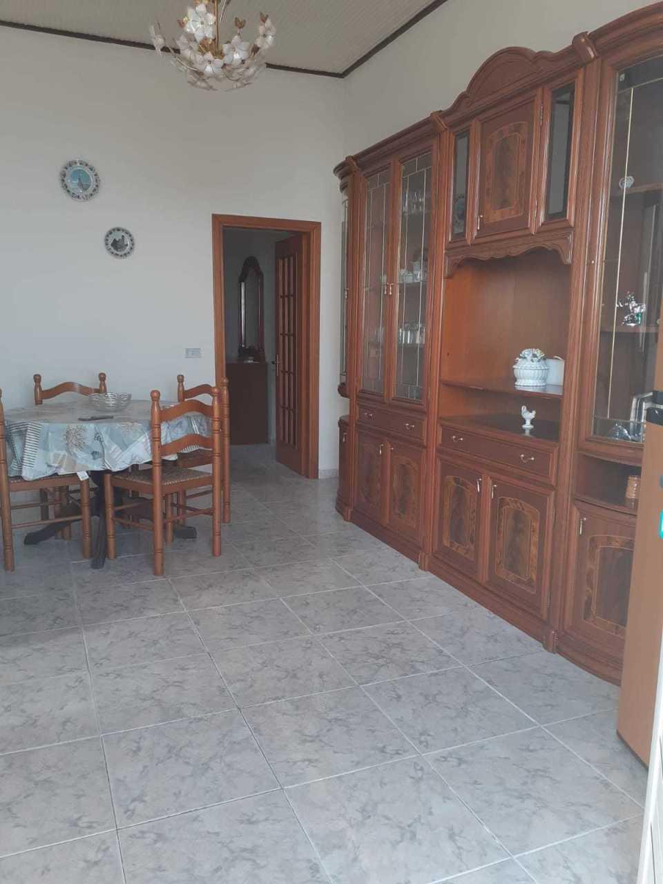 Soluzione Indipendente in affitto a Bova, 3 locali, prezzo € 200 | CambioCasa.it