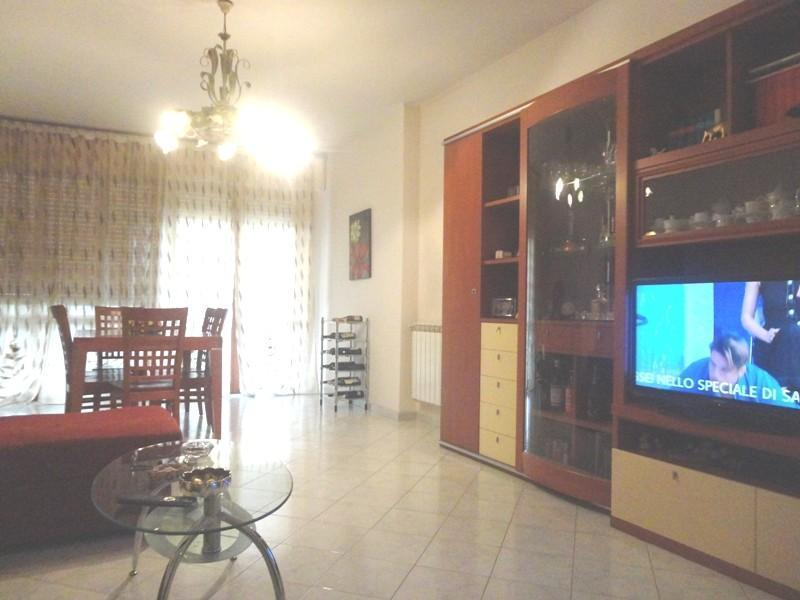 Appartamento in buone condizioni in vendita Rif. 9209648