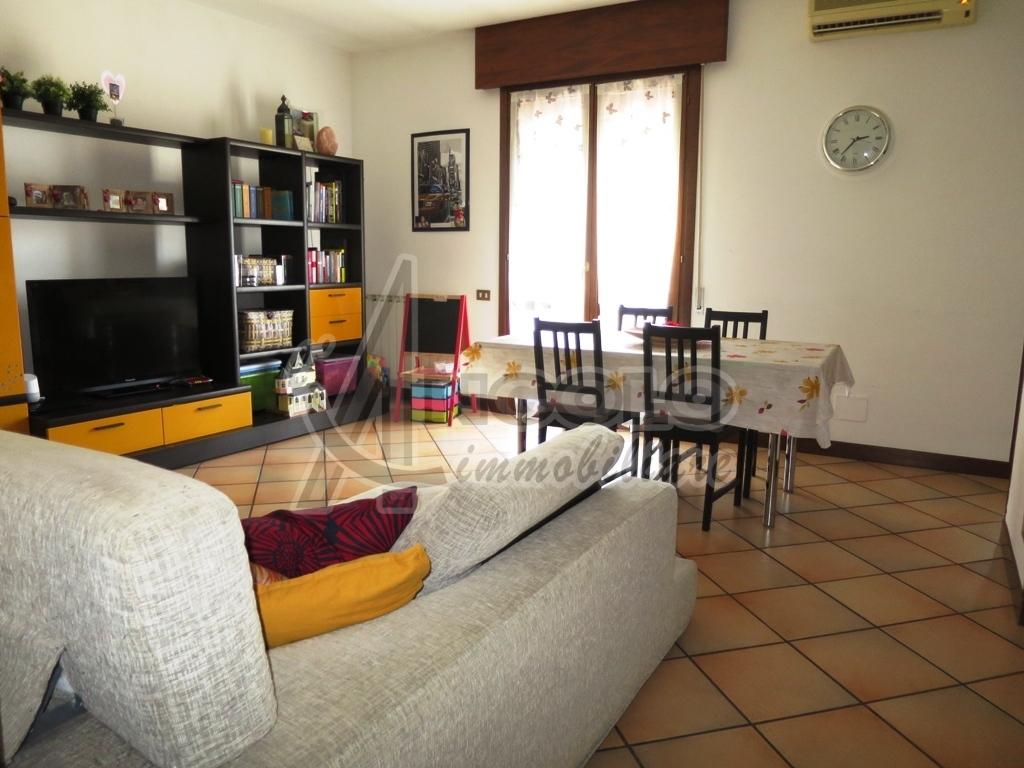 Appartamento in vendita a Villadose, 5 locali, prezzo € 77.000   CambioCasa.it
