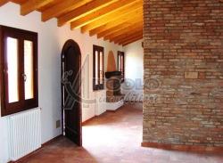 Villa in Vendita a Rovigo, zona FRAZIONI-PERIFERIA, 158'000€, 120 m², con Box