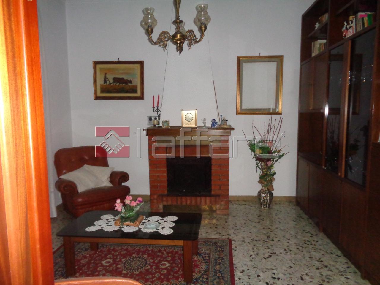 Appartamento in buone condizioni arredato in affitto Rif. 4143733