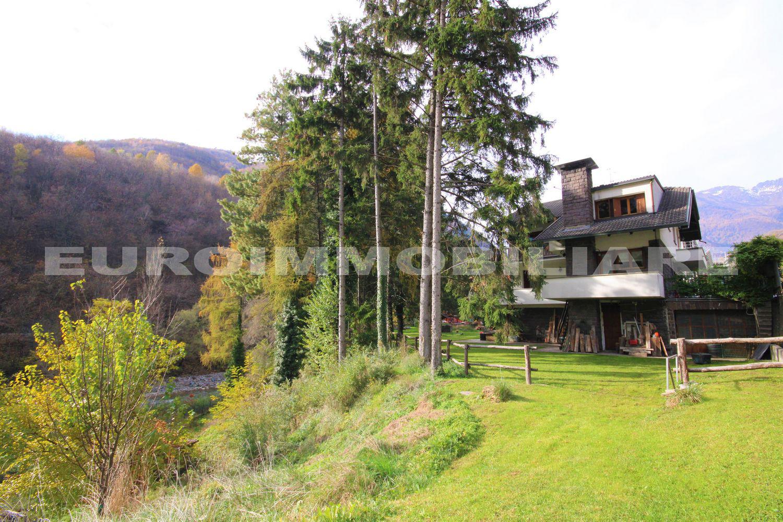 Villa a Berzo Demo arredato