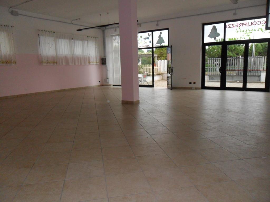 Locale commerciale - Oltre 3 vetrine a Grottammare Rif. 4145176