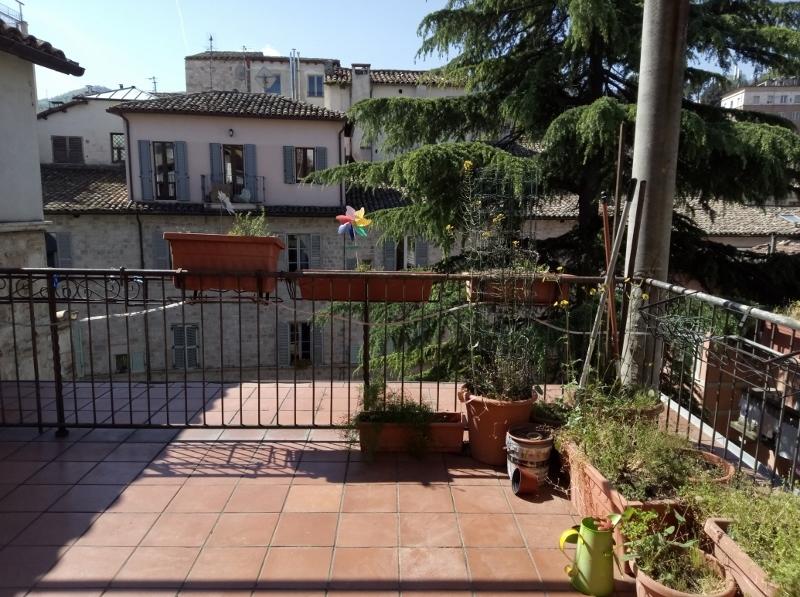 Appartamento in discrete condizioni in vendita Rif. 8072860