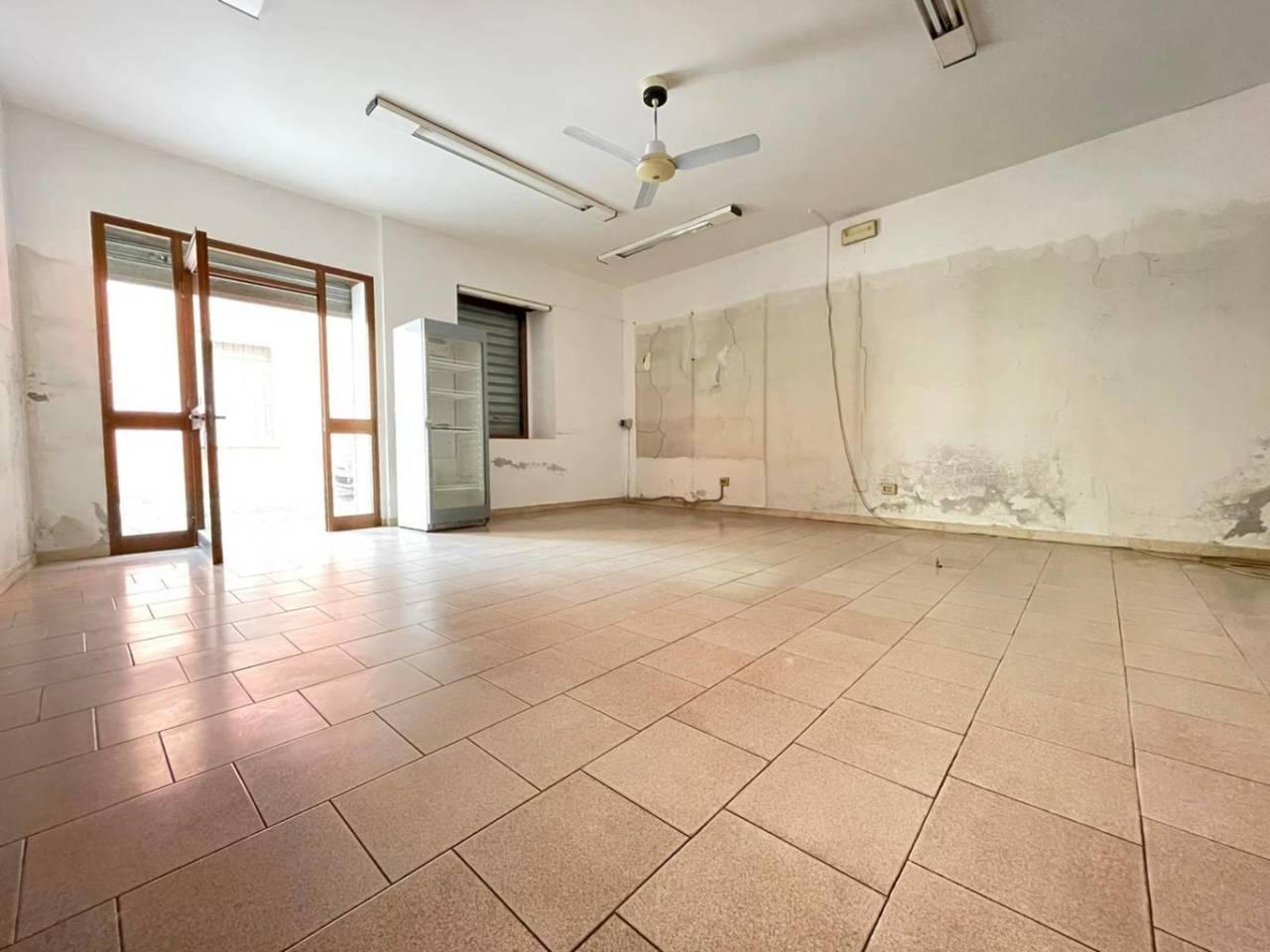 Negozio / Locale in affitto a Chiari, 9999 locali, prezzo € 500   CambioCasa.it