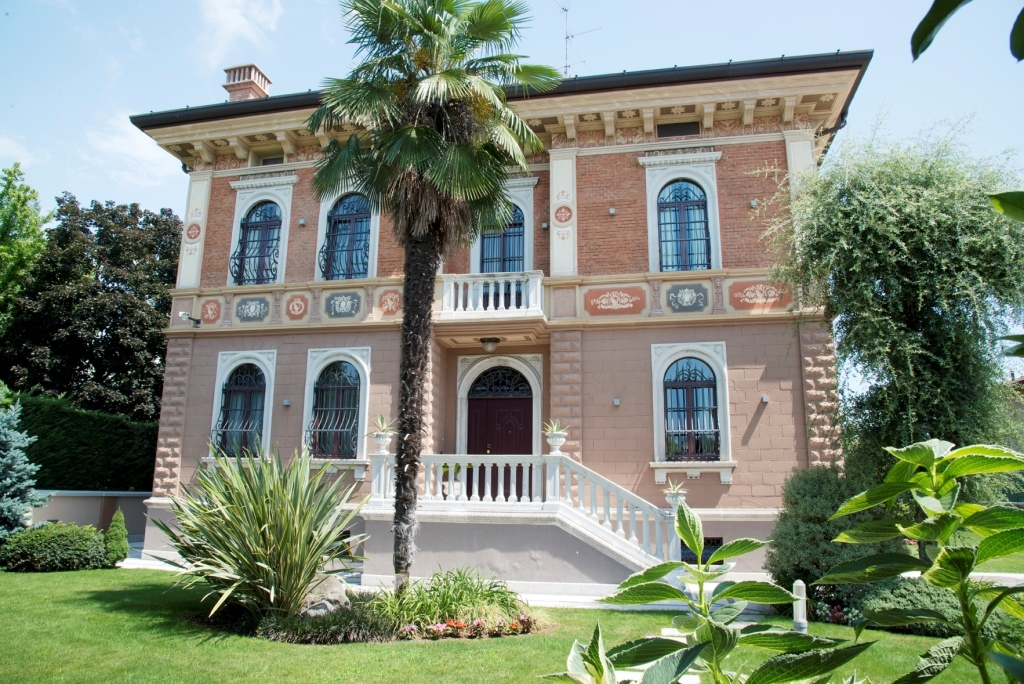Villa in vendita a Chiari, 16 locali, Trattative riservate | CambioCasa.it