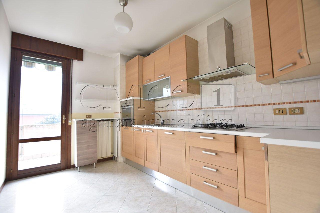 Appartamento in buone condizioni in vendita Rif. 9224485