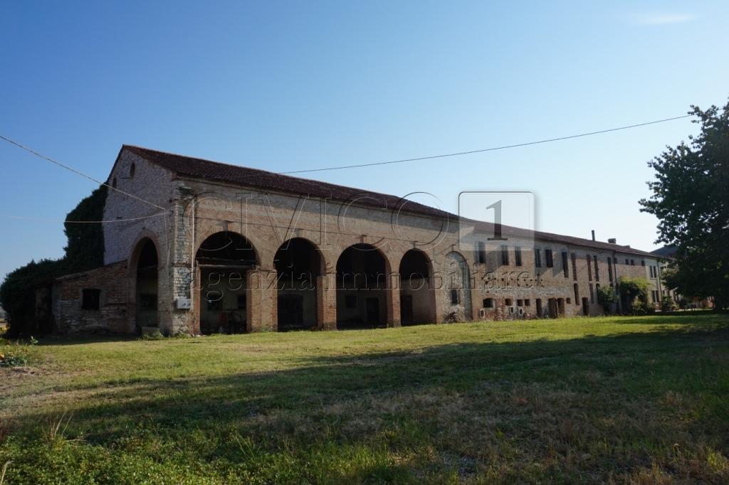 Negozio / Locale in vendita a Albettone, 20 locali, prezzo € 470.000 | CambioCasa.it