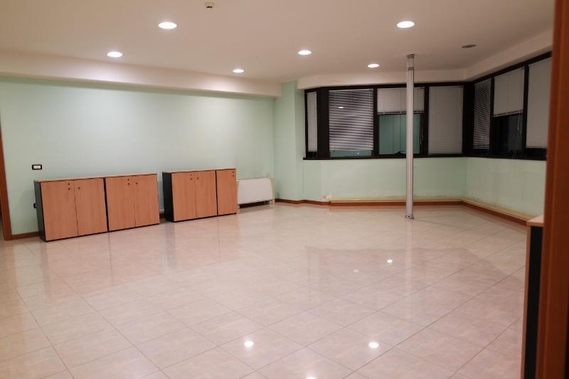 Locale commerciale - Show Room a Porto d'Ascoli, San Benedetto del Tronto