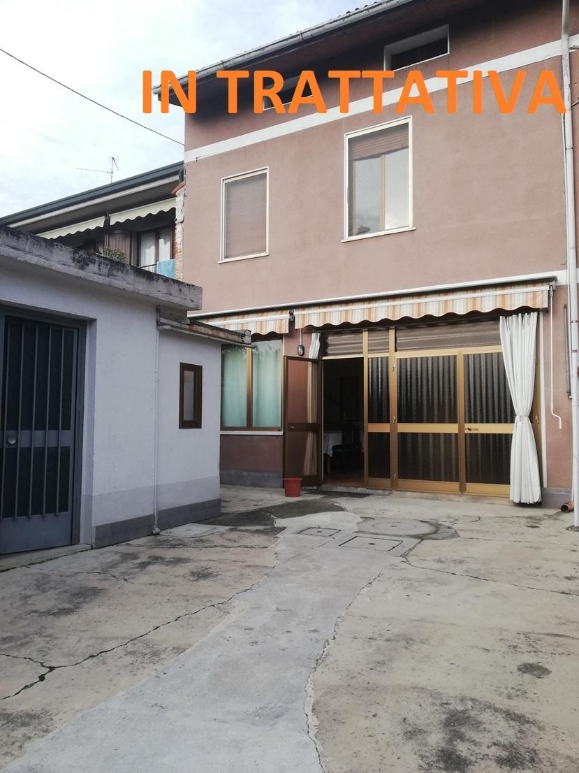 Soluzione Semindipendente in vendita a Castrezzato, 8 locali, prezzo € 95.000 | CambioCasa.it