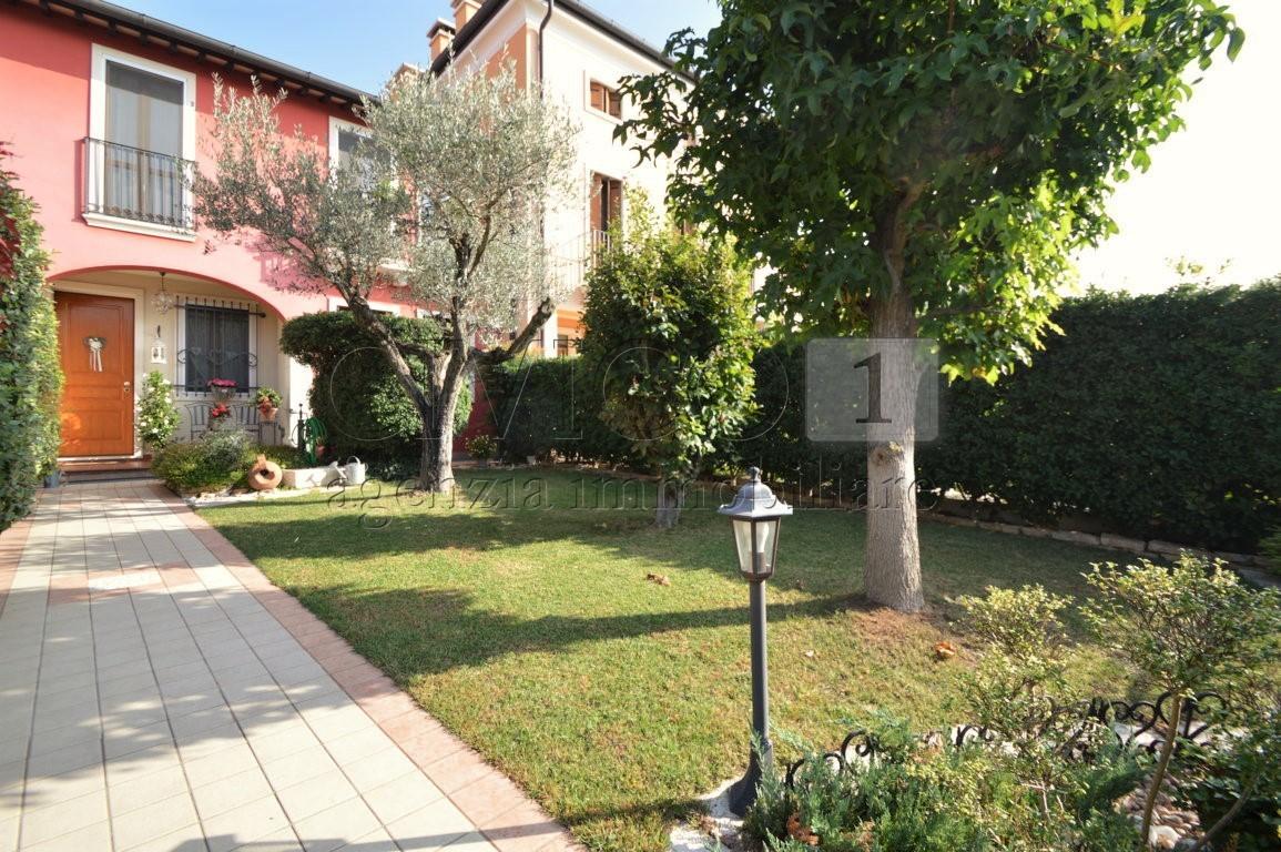 Villa a Schiera in vendita a Castegnero, 9 locali, prezzo € 195.000 | CambioCasa.it