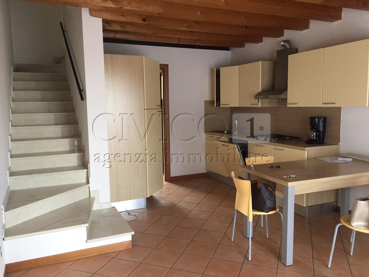Villetta a schiera in ottime condizioni in affitto Rif. 11245400