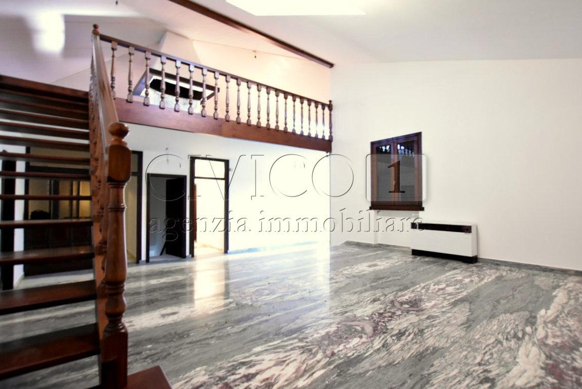 Casa Indipendente in buone condizioni in vendita Rif. 9389020