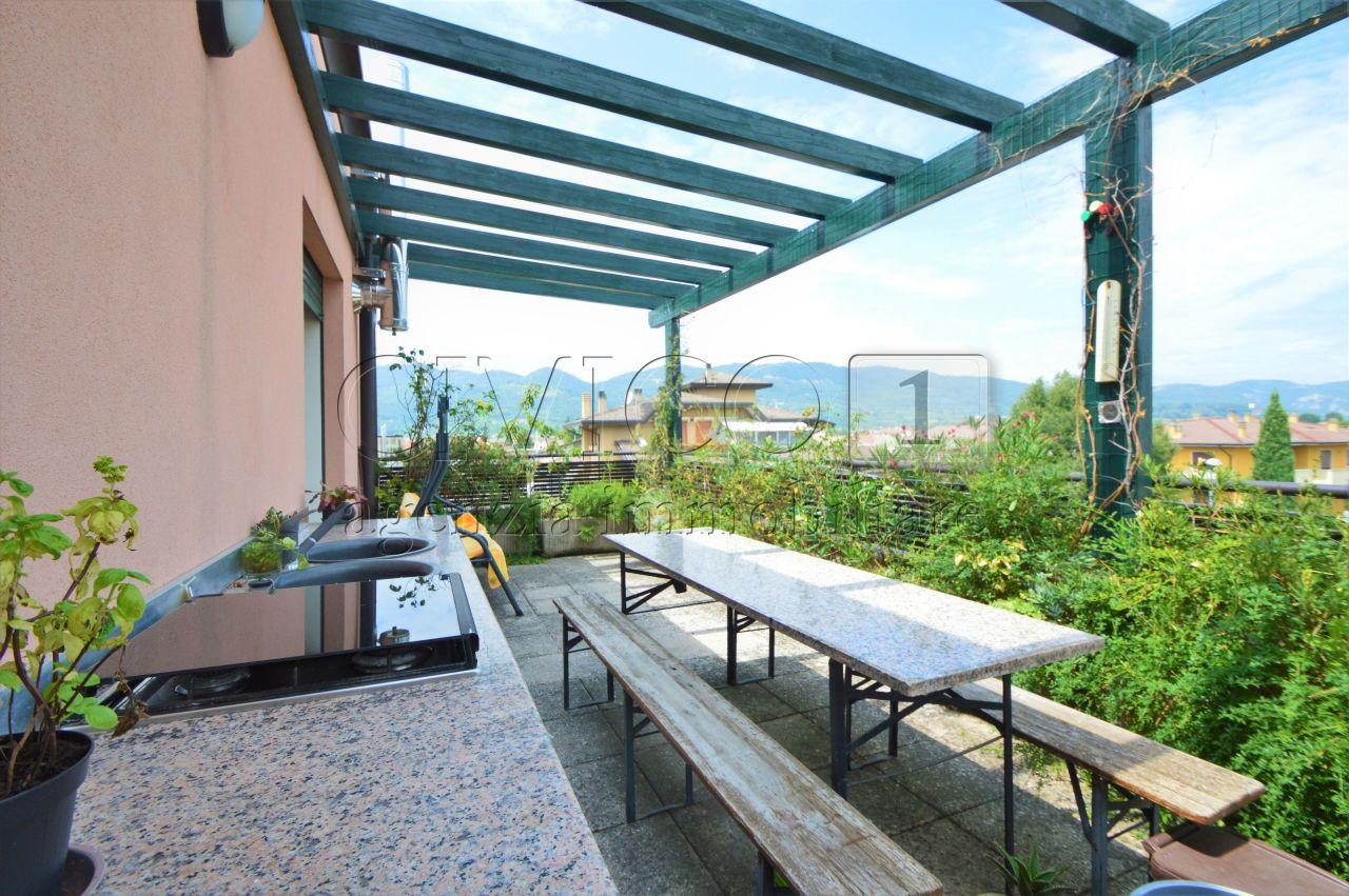 Appartamento in ottime condizioni in vendita Rif. 10872922