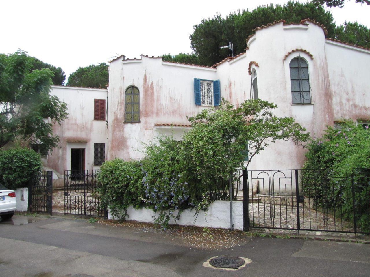 Villa in discrete condizioni in vendita Rif. 4162669