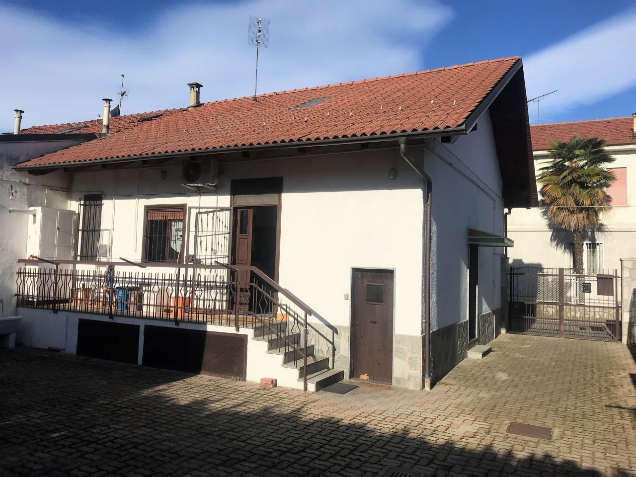 Porzione di casa in buone condizioni in vendita Rif. 9821773