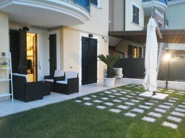 Appartamento - piano terra con giardino a Grottammare