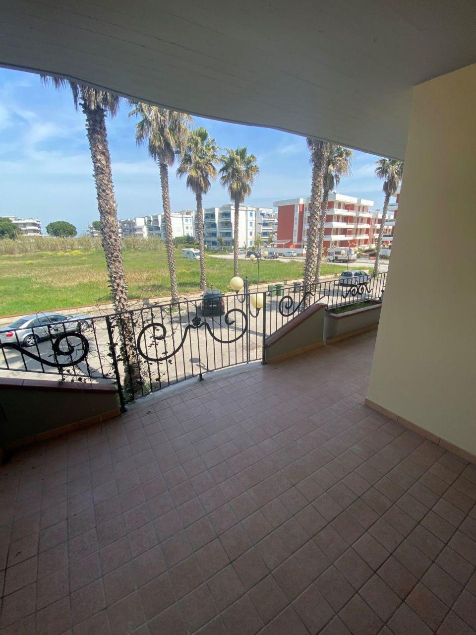 Appartamento in vendita a Martinsicuro, 3 locali, prezzo € 105.000 | CambioCasa.it