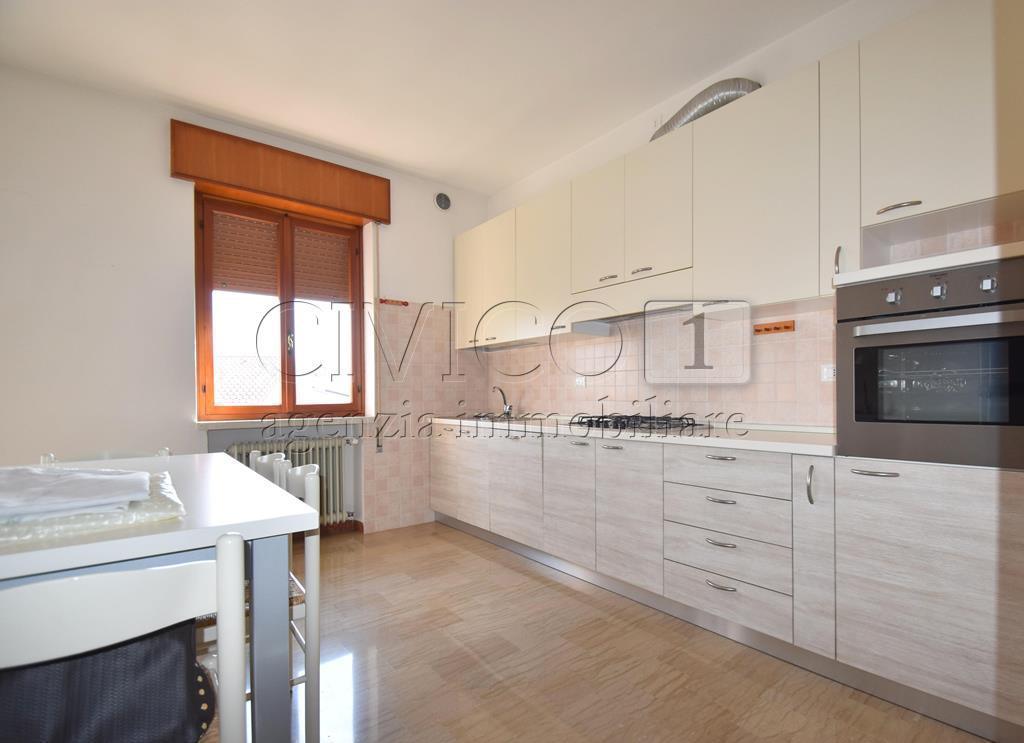 Appartamento in buone condizioni in affitto Rif. 7806632
