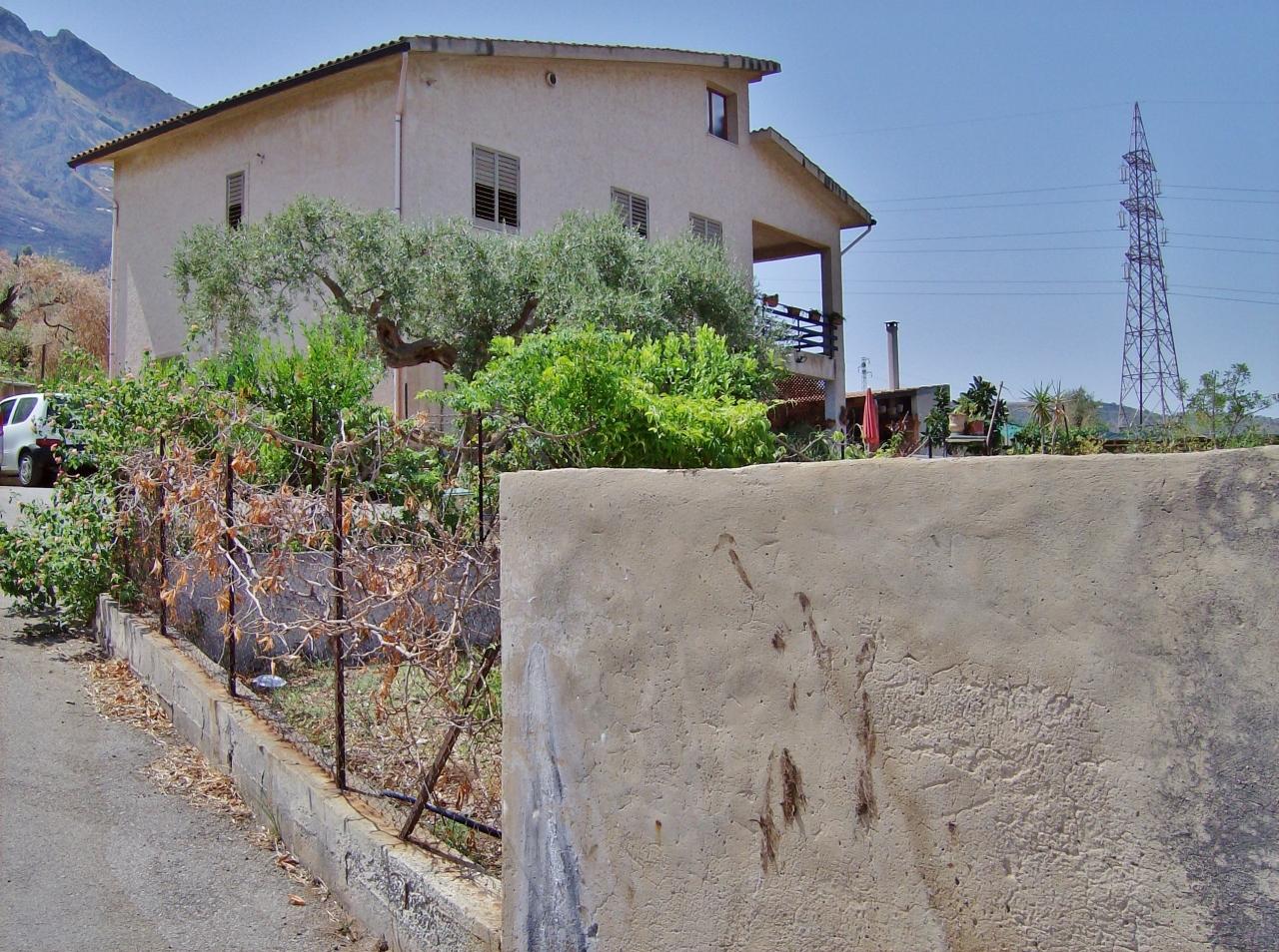 Villa in buone condizioni in vendita Rif. 9389061