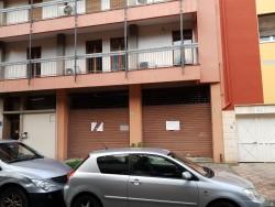 Immobile commerciale in Affitto a Cagliari, 1'900€, 200 m²